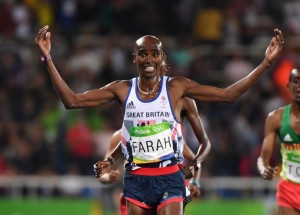 Britain's Mo Farah celebrates after he won the Men's 10,000m during the athletics event at the Rio 2016 Olympic Games at the Olympic Stadium in Rio de Janeiro on August 13, 2016. / AFP PHOTO / OLIVIER MORIN